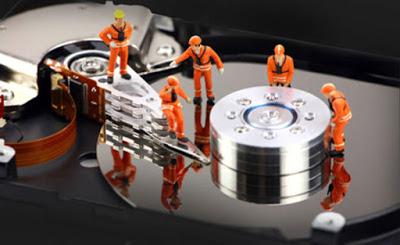يحذرك في حالة ارتفاع درجة الحرارة او خلل على القرص الصلب في حاسوبك SSD